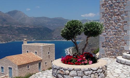 25万欧元能买多套希腊房产吗?可以买商铺吗?