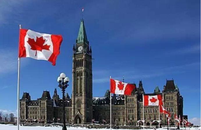 加拿大留学中介费